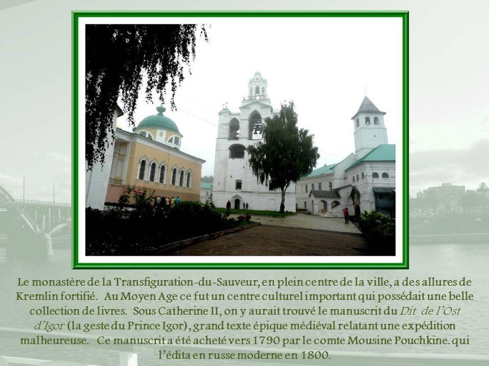 Le monastère de la Transfiguration-du-Sauveur, en plein centre de la ville, a des allures de Kremlin fortifié.