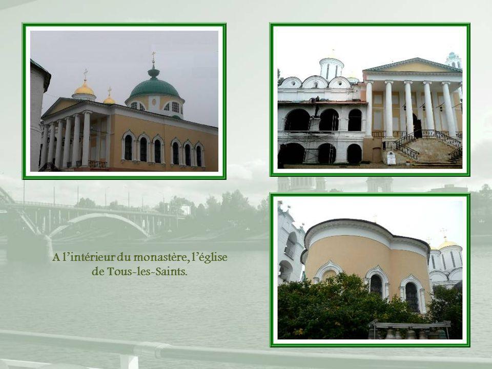 A l'intérieur du monastère, l'église de Tous-les-Saints.