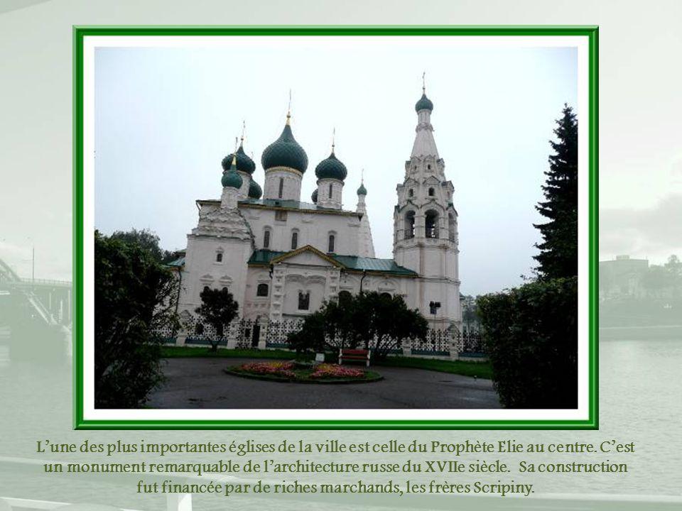 L'une des plus importantes églises de la ville est celle du Prophète Elie au centre.