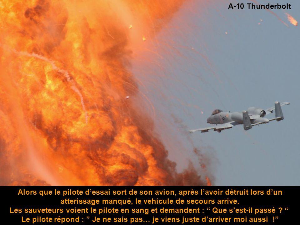 A-10 Thunderbolt Alors que le pilote d'essai sort de son avion, après l'avoir détruit lors d'un atterissage manqué, le vehicule de secours arrive.