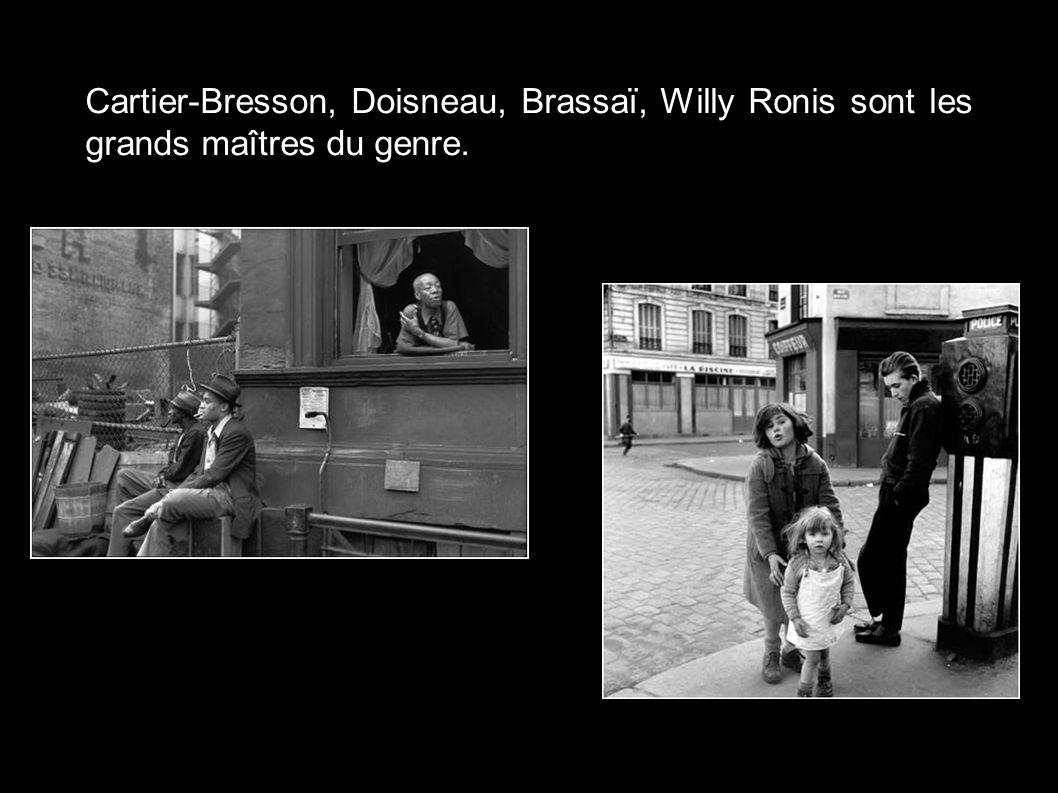 Cartier-Bresson, Doisneau, Brassaï, Willy Ronis sont les grands maîtres du genre.