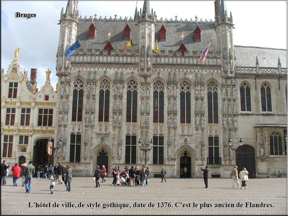 L'hôtel de ville, de style gothique, date de 1376