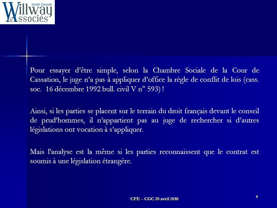 Pour essayer d'être simple, selon la Chambre Sociale de la Cour de Cassation, le juge n'a pas à appliquer d'office la règle de conflit de lois (cass. soc. 16 décembre 1992 bull. civil V n° 593) !