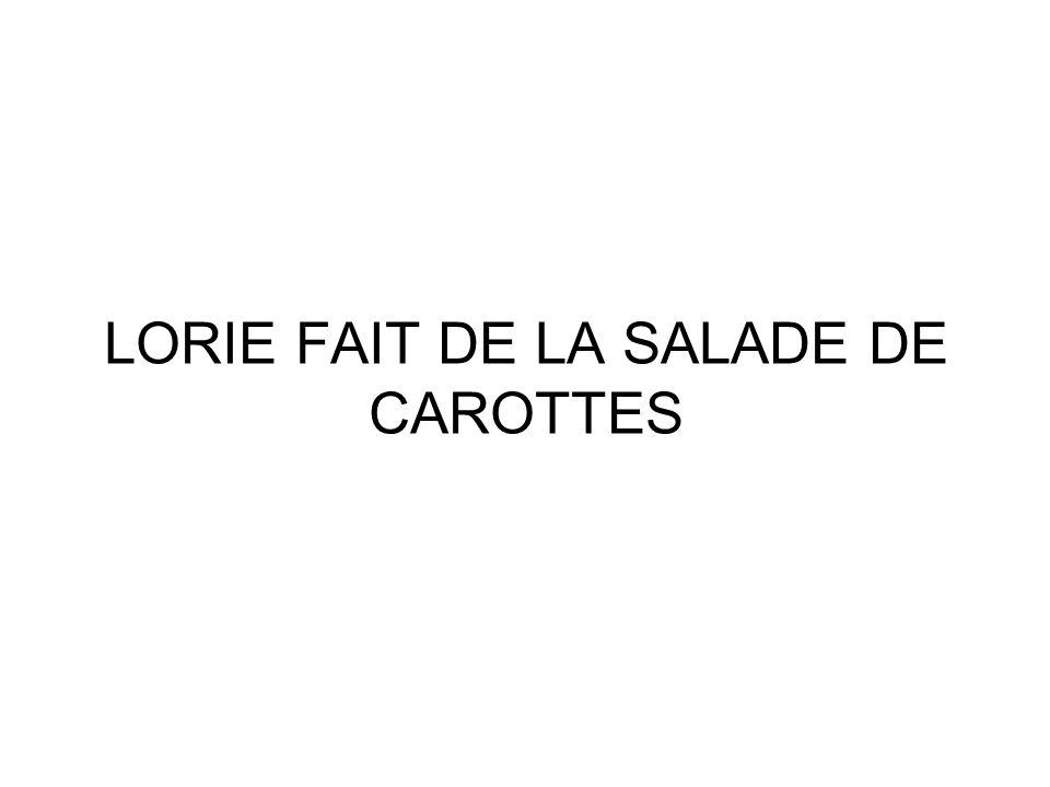 LORIE FAIT DE LA SALADE DE CAROTTES