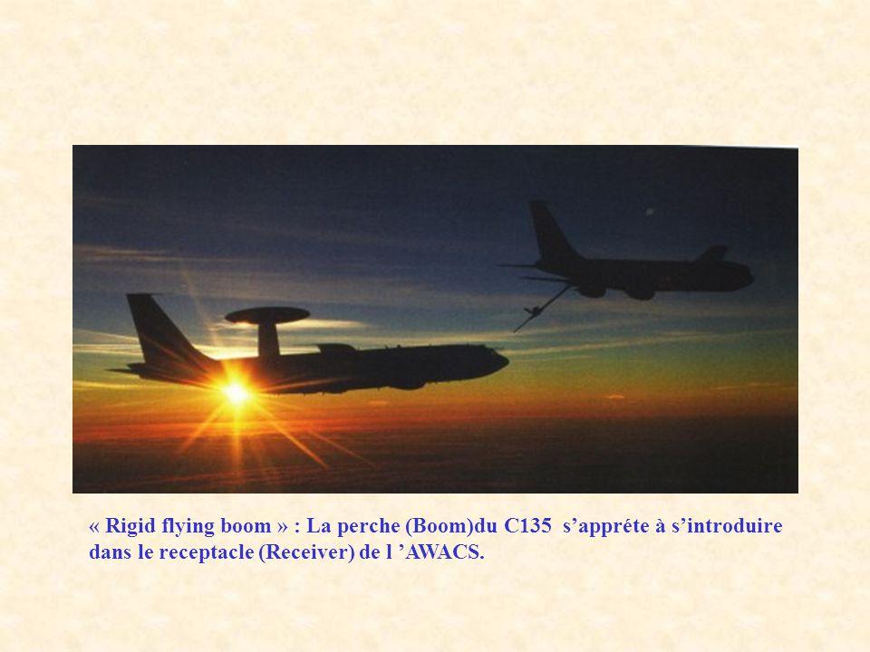 « Rigid flying boom » : La perche (Boom)du C135 s'appréte à s'introduire dans le receptacle (Receiver) de l 'AWACS.