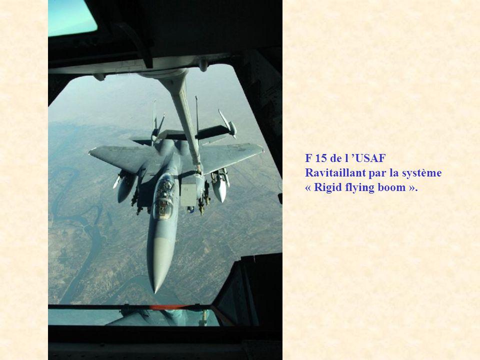 F 15 de l 'USAF Ravitaillant par la système « Rigid flying boom ».