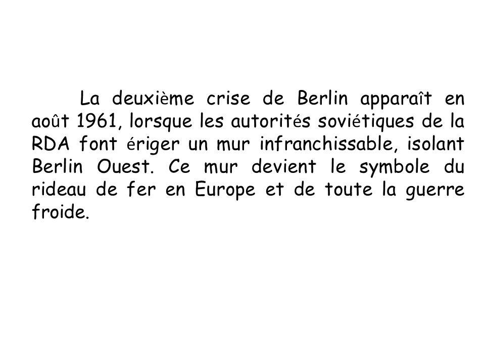 La deuxième crise de Berlin apparaît en août 1961, lorsque les autorités soviétiques de la RDA font ériger un mur infranchissable, isolant Berlin Ouest.