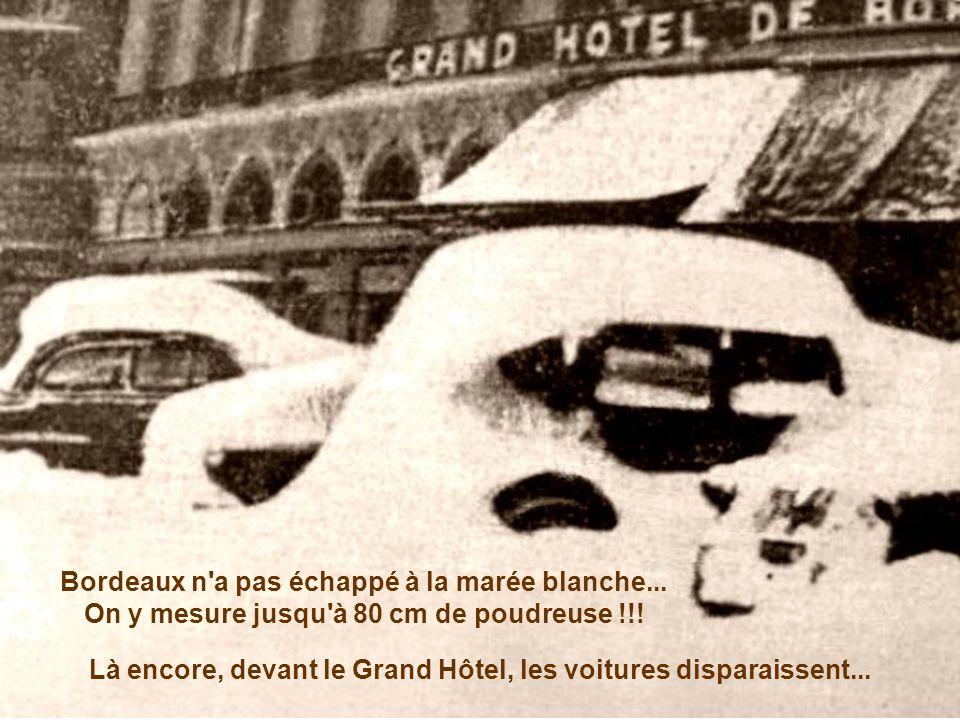 Là encore, devant le Grand Hôtel, les voitures disparaissent...