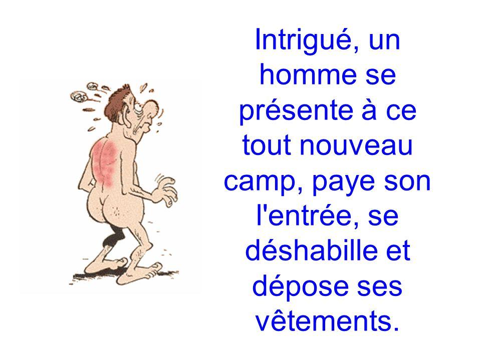 Intrigué, un homme se présente à ce tout nouveau camp, paye son l entrée, se déshabille et dépose ses vêtements.