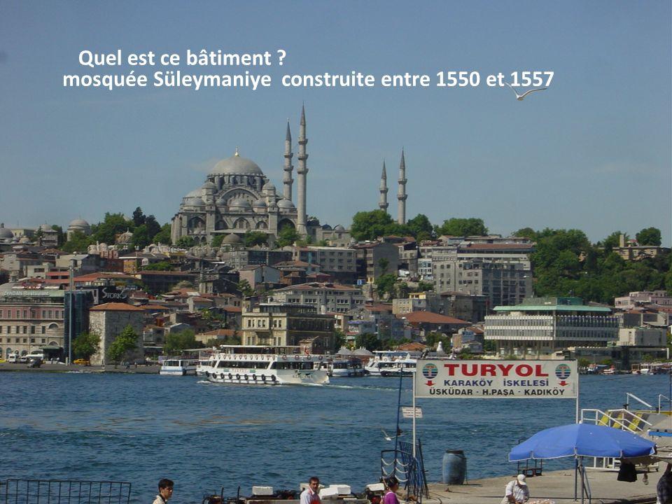 Quel est ce bâtiment mosquée Süleymaniye construite entre 1550 et 1557