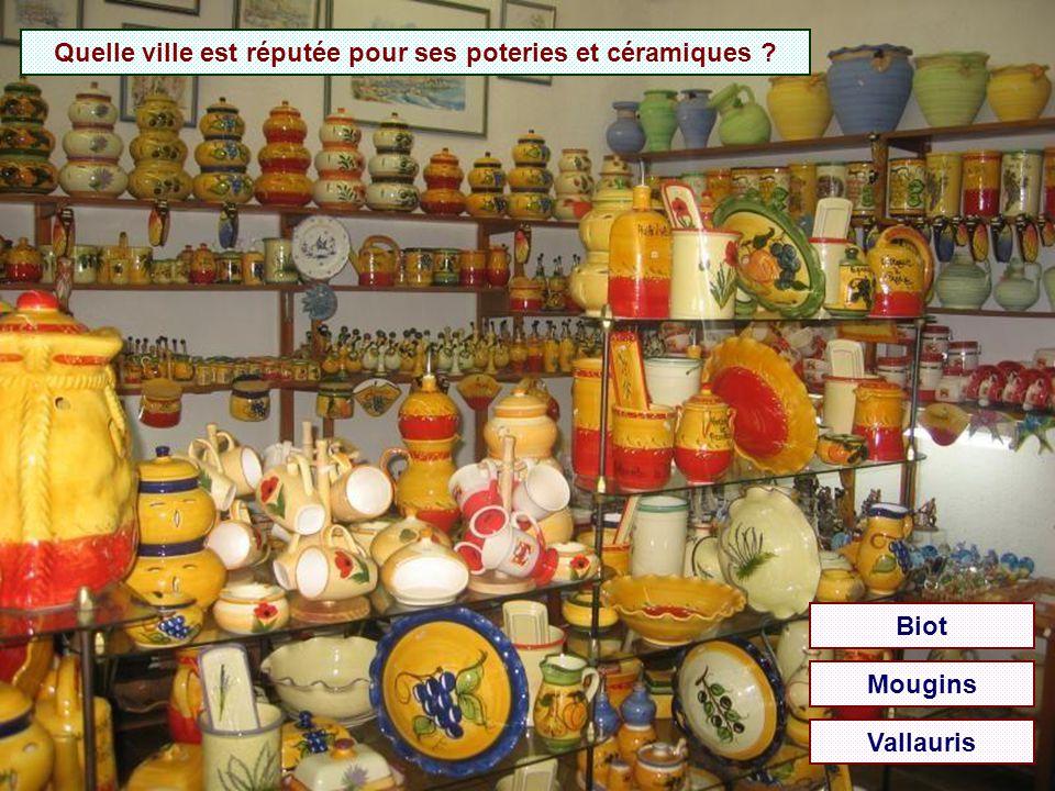 Quelle ville est réputée pour ses poteries et céramiques