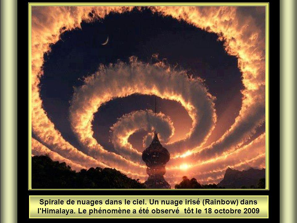 Spirale de nuages dans le ciel