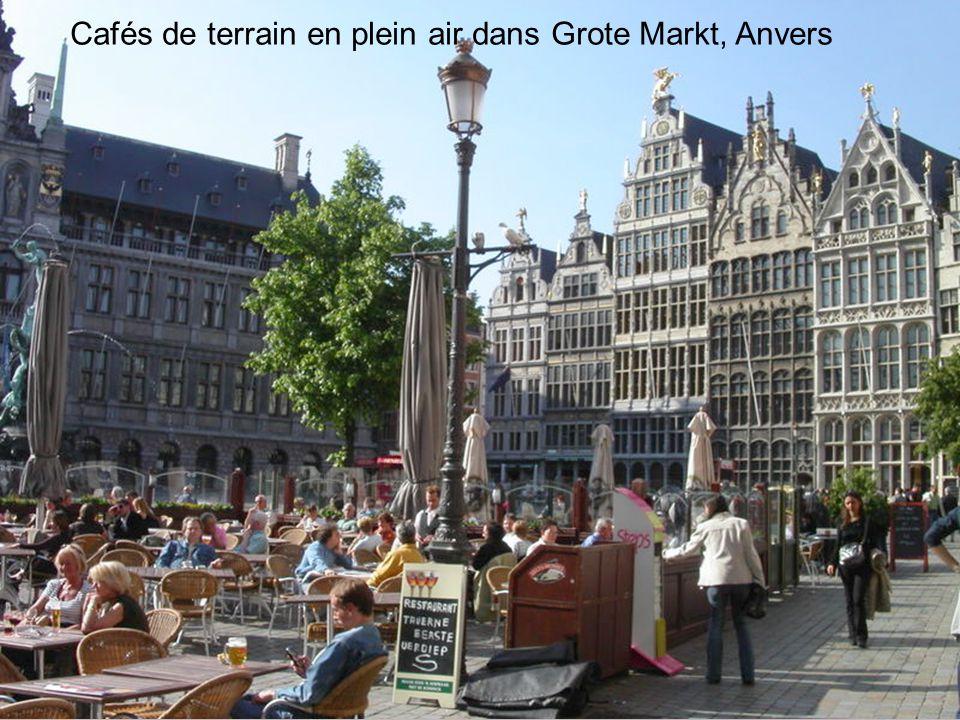 Cafés de terrain en plein air dans Grote Markt, Anvers
