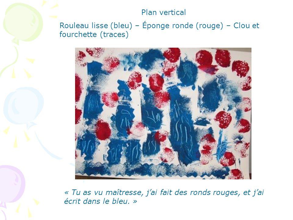 Plan vertical Rouleau lisse (bleu) – Éponge ronde (rouge) – Clou et fourchette (traces)