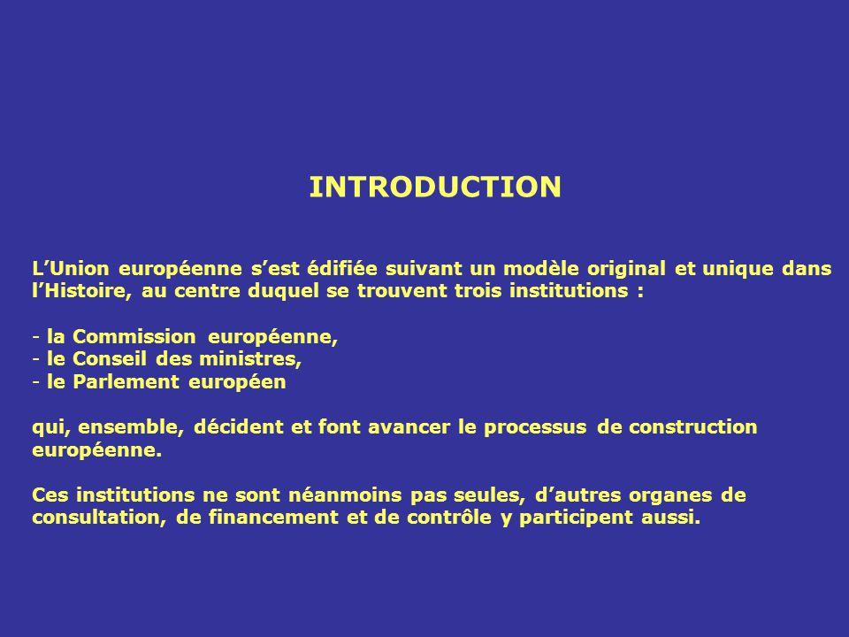 INTRODUCTION L'Union européenne s'est édifiée suivant un modèle original et unique dans l'Histoire, au centre duquel se trouvent trois institutions :