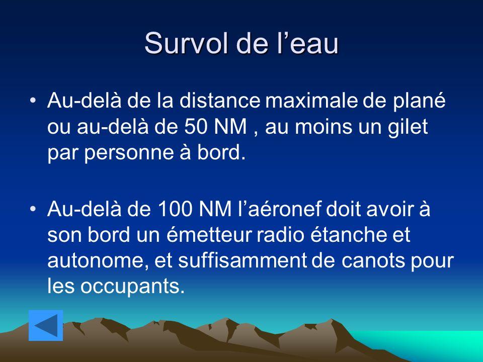 Survol de l'eau Au-delà de la distance maximale de plané ou au-delà de 50 NM , au moins un gilet par personne à bord.