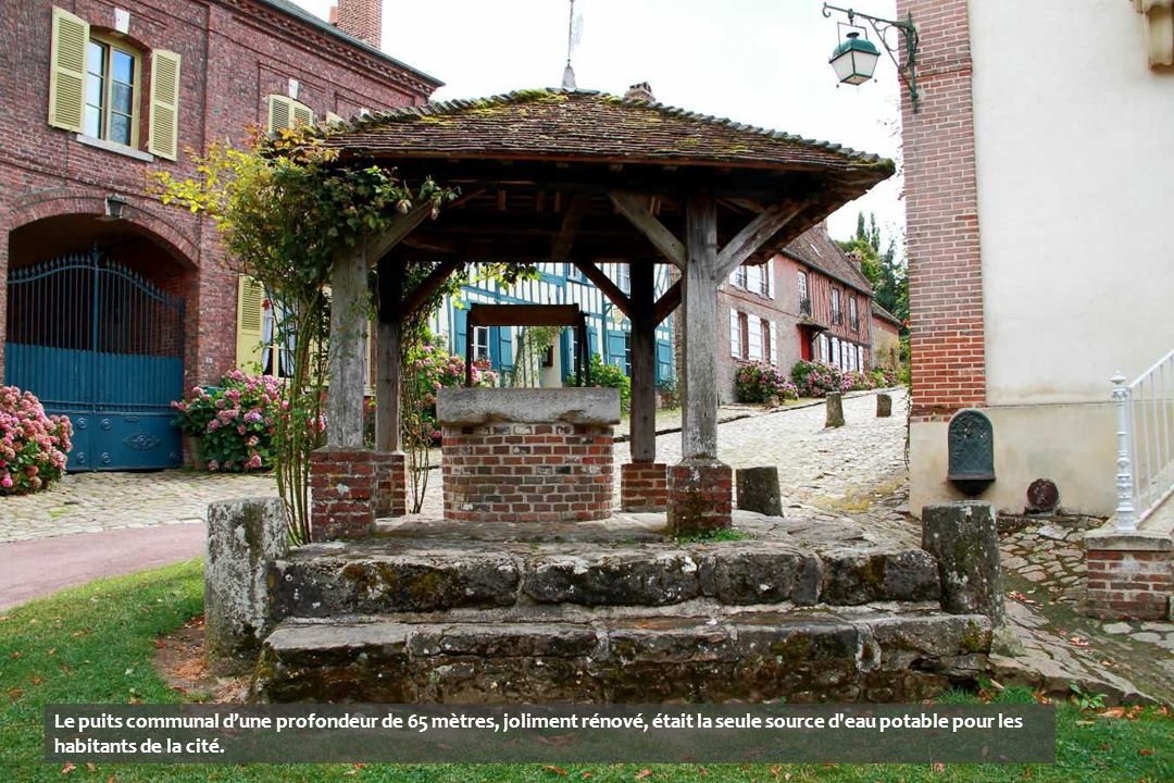 Le puits communal d'une profondeur de 65 mètres, joliment rénové, était la seule source d eau potable pour les habitants de la cité.