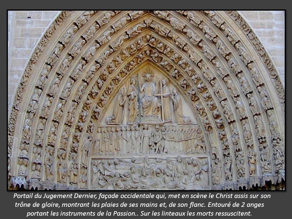 Portail du Jugement Dernier, façade occidentale qui, met en scène le Christ assis sur son