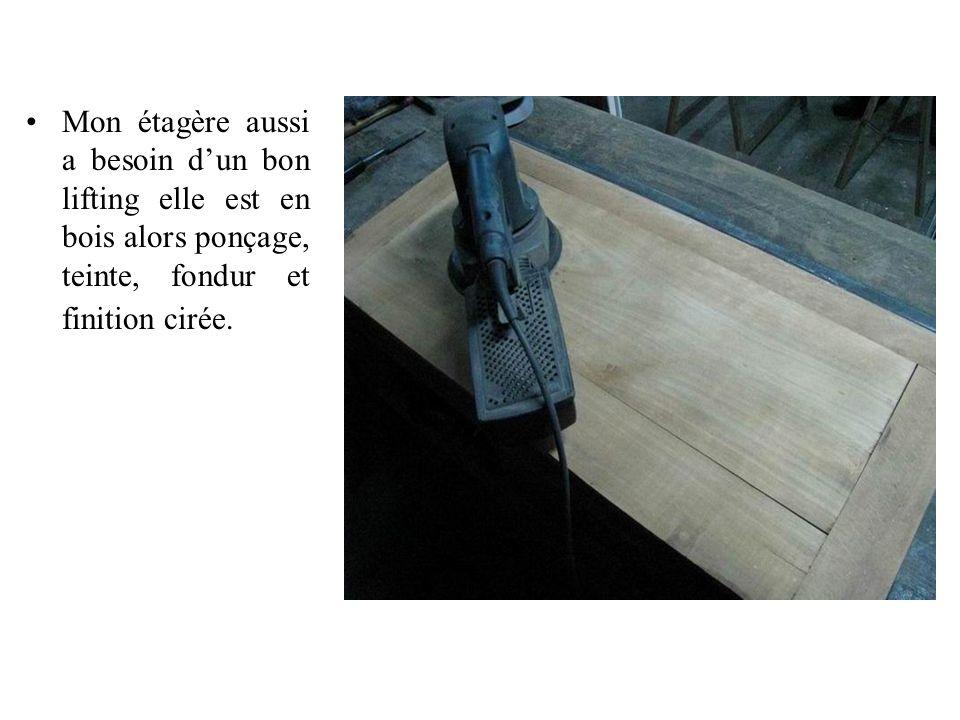 Mon étagère aussi a besoin d'un bon lifting elle est en bois alors ponçage, teinte, fondur et finition cirée.