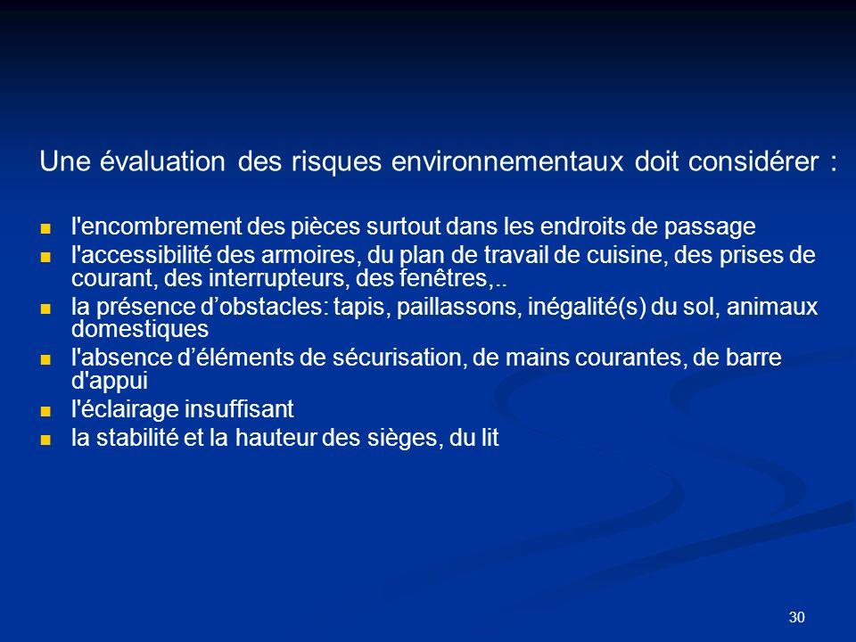 Une évaluation des risques environnementaux doit considérer :