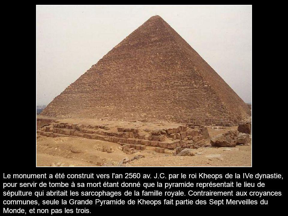 Le monument a été construit vers l an 2560 av. J. C