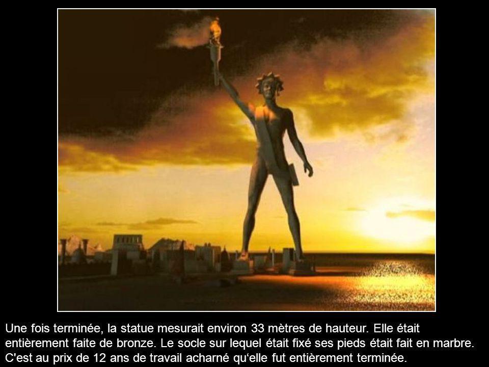 Une fois terminée, la statue mesurait environ 33 mètres de hauteur
