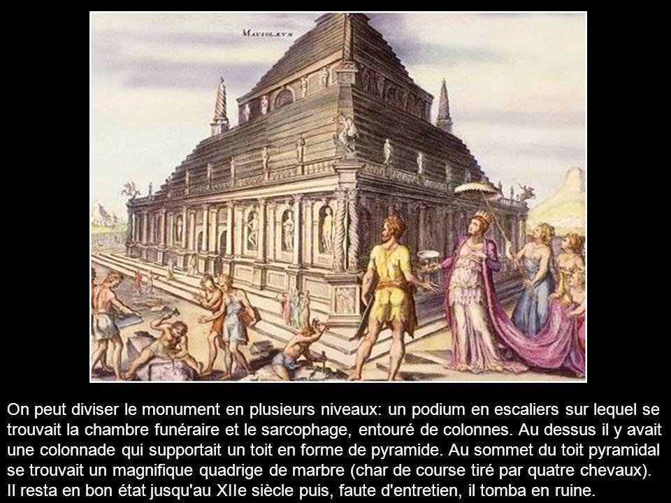 On peut diviser le monument en plusieurs niveaux: un podium en escaliers sur lequel se trouvait la chambre funéraire et le sarcophage, entouré de colonnes.
