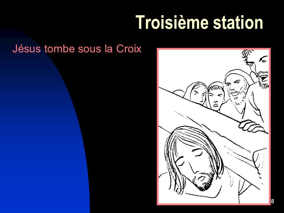 Troisième station Jésus tombe sous la Croix