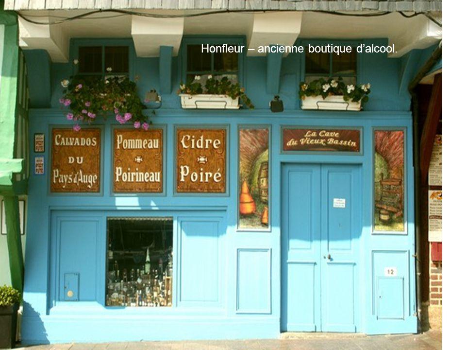 Honfleur – ancienne boutique d'alcool.