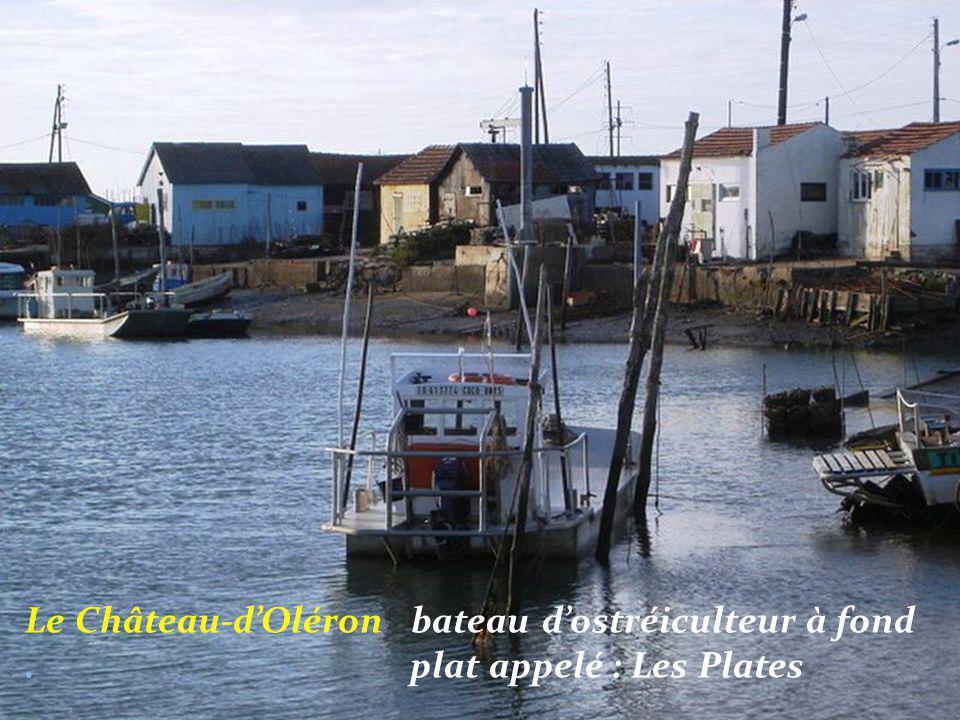 Le Château-d'Oléron bateau d'ostréiculteur à fond