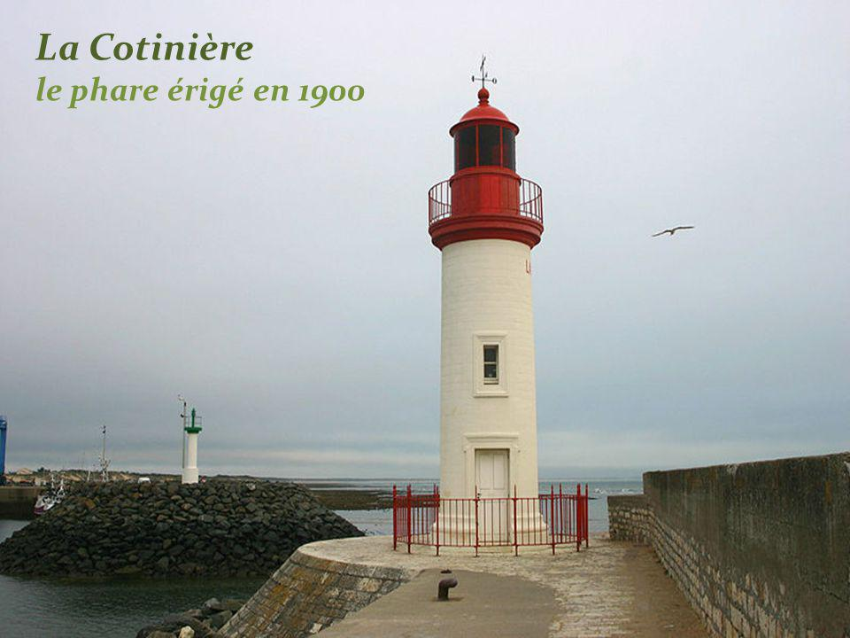 La Cotinière le phare érigé en 1900