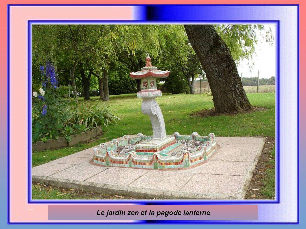 Le jardin zen et la pagode lanterne