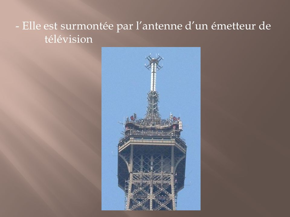 - Elle est surmontée par l'antenne d'un émetteur de télévision