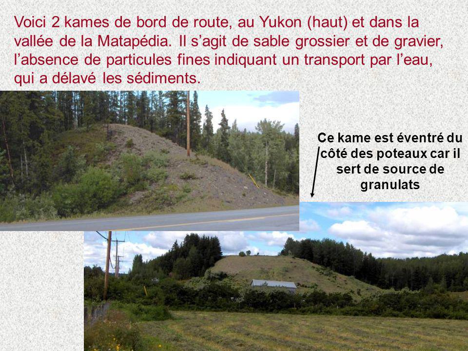 Voici 2 kames de bord de route, au Yukon (haut) et dans la vallée de la Matapédia. Il s'agit de sable grossier et de gravier, l'absence de particules fines indiquant un transport par l'eau, qui a délavé les sédiments.