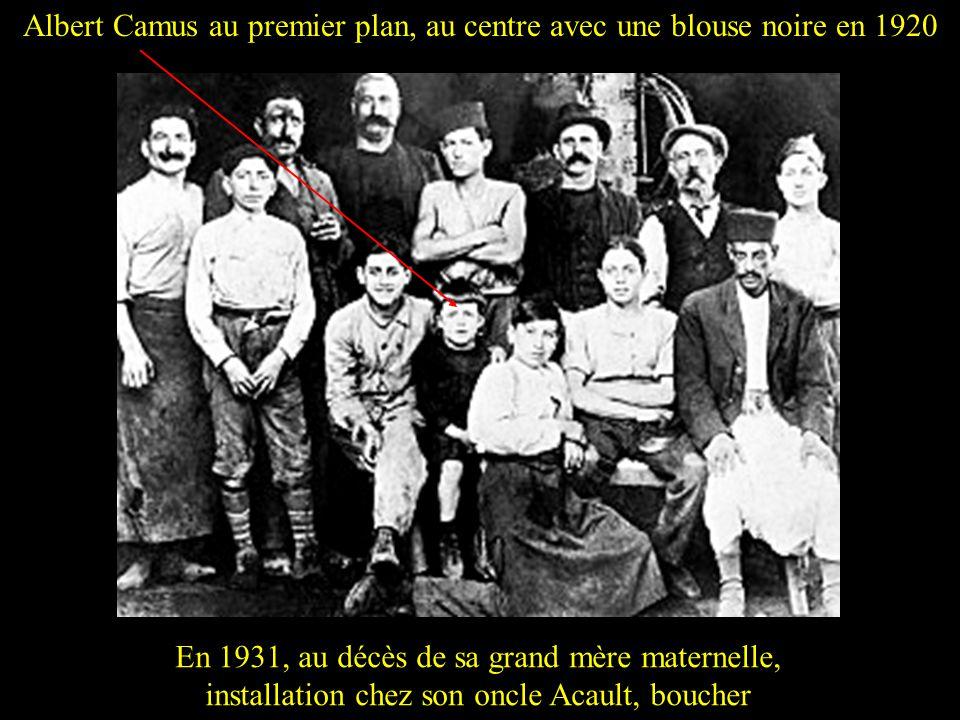Albert Camus au premier plan, au centre avec une blouse noire en 1920