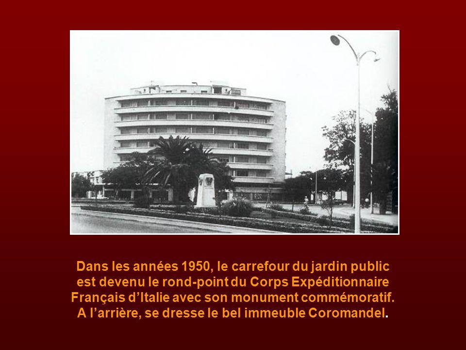 Dans les années 1950, le carrefour du jardin public est devenu le rond-point du Corps Expéditionnaire Français d'Italie avec son monument commémoratif.
