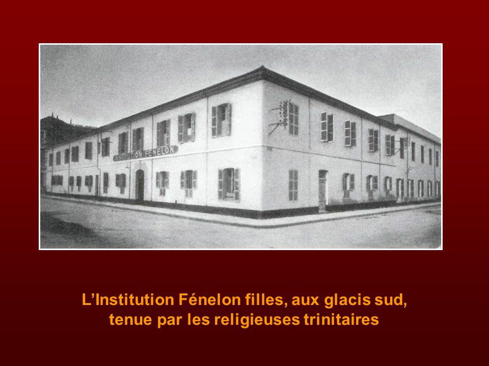 L'Institution Fénelon filles, aux glacis sud, tenue par les religieuses trinitaires