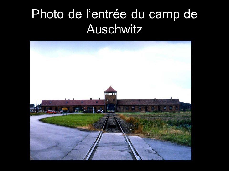 Photo de l'entrée du camp de Auschwitz