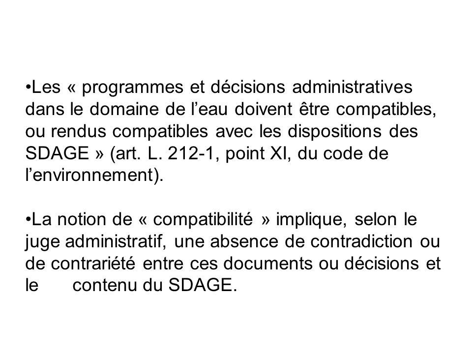 Les « programmes et décisions administratives dans le domaine de l'eau doivent être compatibles, ou rendus compatibles avec les dispositions des SDAGE » (art. L. 212-1, point XI, du code de l'environnement).