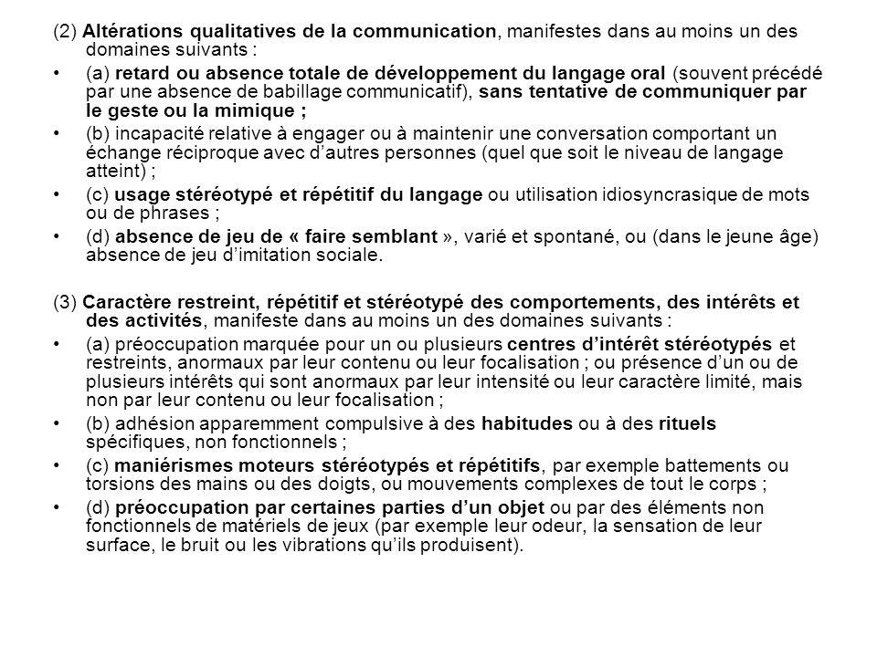 (2) Altérations qualitatives de la communication, manifestes dans au moins un des domaines suivants :
