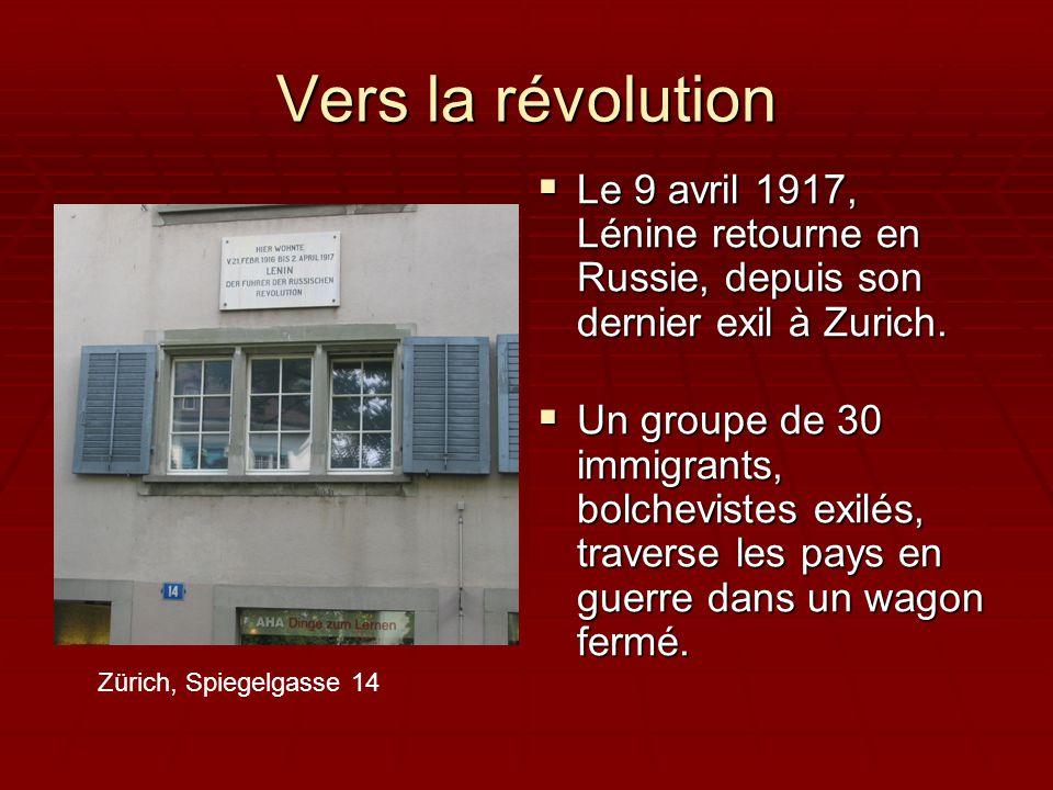 Vers la révolution Le 9 avril 1917, Lénine retourne en Russie, depuis son dernier exil à Zurich.