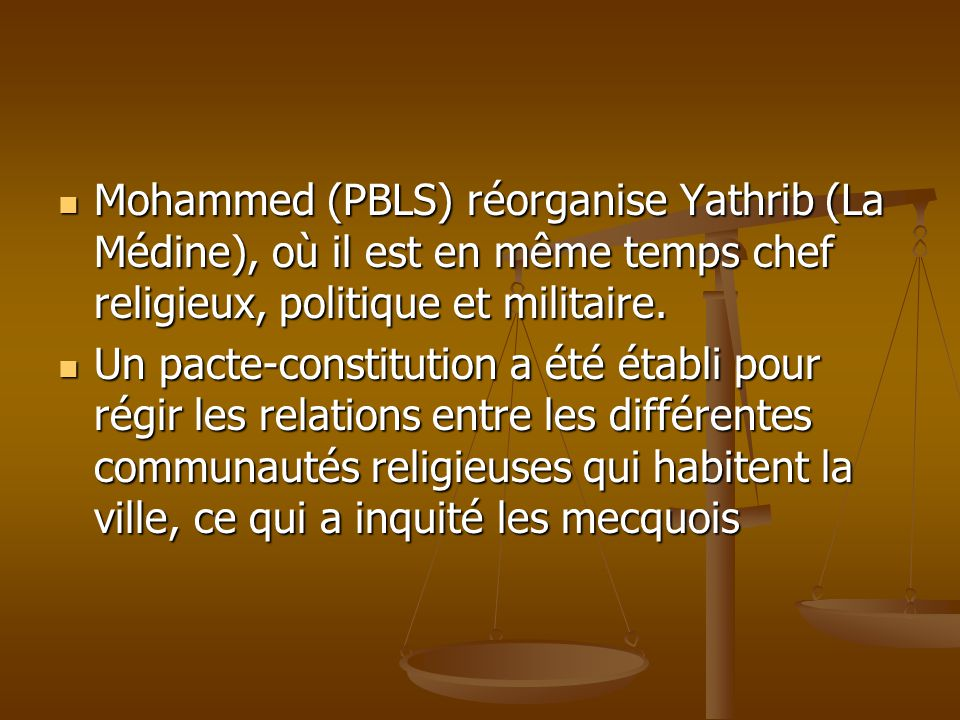 Mohammed (PBLS) réorganise Yathrib (La Médine), où il est en même temps chef religieux, politique et militaire.