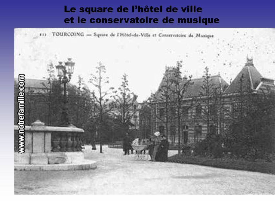 Le square de l'hôtel de ville
