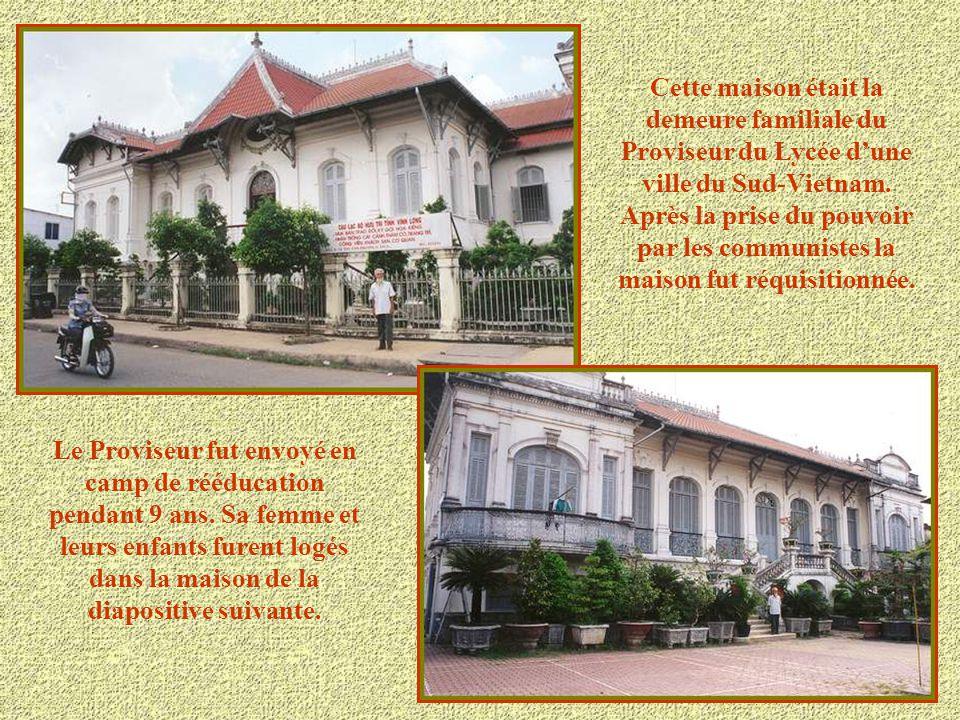 Cette maison était la demeure familiale du Proviseur du Lycée d'une ville du Sud-Vietnam. Après la prise du pouvoir par les communistes la maison fut réquisitionnée.
