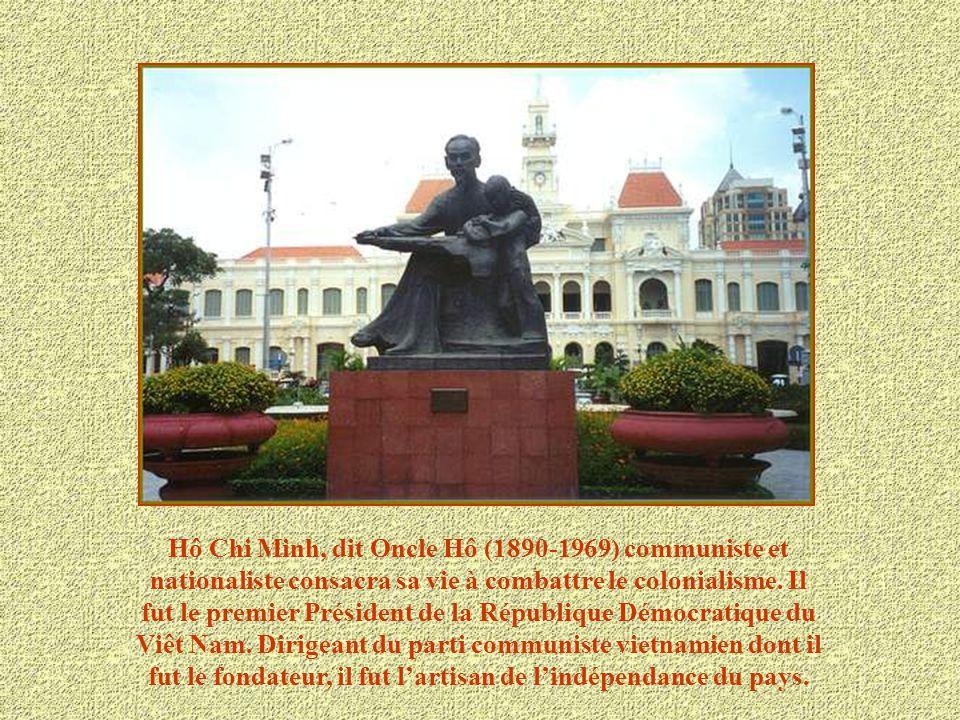 Hô Chi Minh, dit Oncle Hô (1890-1969) communiste et nationaliste consacra sa vie à combattre le colonialisme.