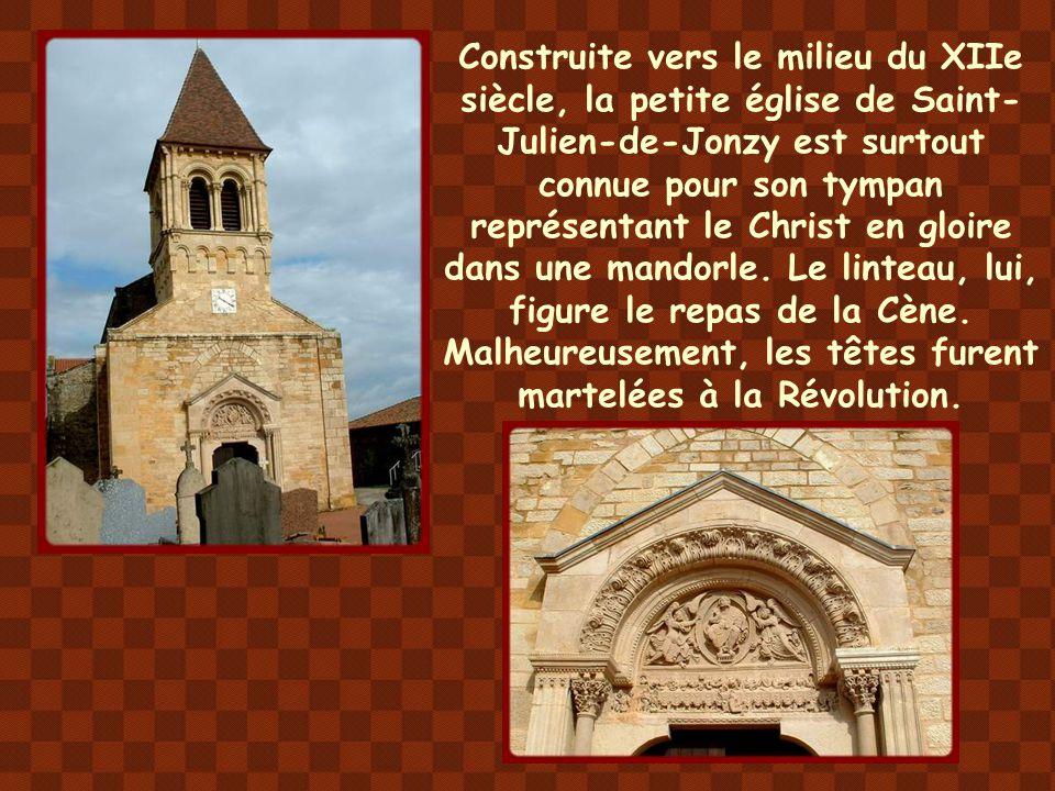 Construite vers le milieu du XIIe siècle, la petite église de Saint-Julien-de-Jonzy est surtout connue pour son tympan représentant le Christ en gloire dans une mandorle.