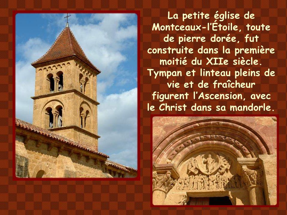 La petite église de Montceaux-l'Étoile, toute de pierre dorée, fut construite dans la première moitié du XIIe siècle.