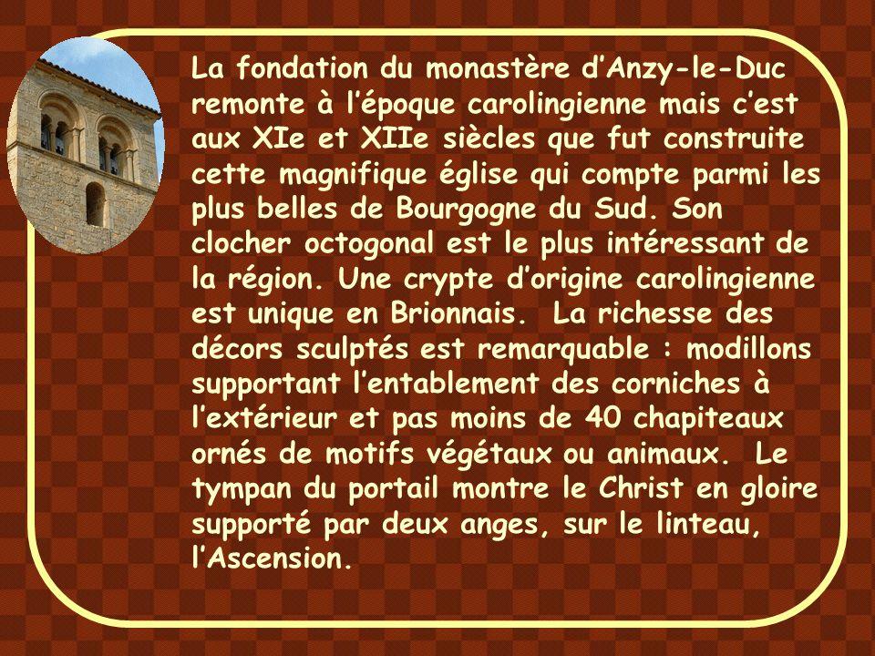 La fondation du monastère d'Anzy-le-Duc remonte à l'époque carolingienne mais c'est aux XIe et XIIe siècles que fut construite cette magnifique église qui compte parmi les plus belles de Bourgogne du Sud.