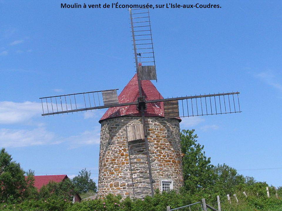 Moulin à vent de l Économusée, sur L Isle-aux-Coudres.