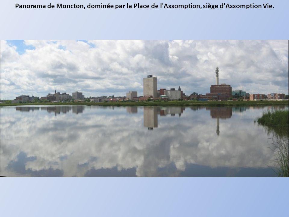 Panorama de Moncton, dominée par la Place de l Assomption, siège d Assomption Vie.